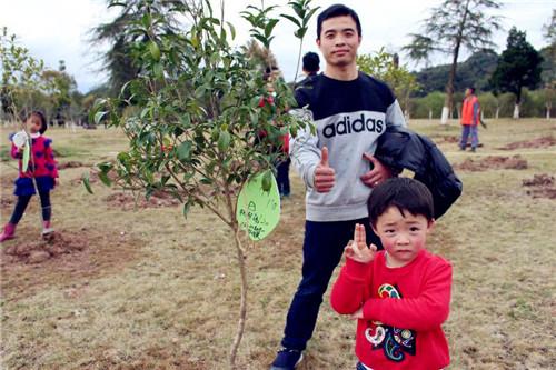 """爱育幼童武夷山校区:""""大家一起来种树""""亲子植树节活动"""